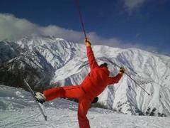 初滑りに行ってきました。 11/20頃からの寒波で雪質はなかなか。 この時期にしてはオープンしてるコースも豊富で、かなり楽しめました!