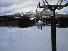 20110224妙高杉ノ原 上部の雪質はよかったです  社員70名でカッ飛んでも迷惑かからないぐらい広いゲレンデです