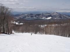 次々とスキー場がクローズする中、比較的積雪量の多い たんばらスキーパークに今シーズン最後のスキーに行って来ました。 午前中は雪が締まって良かったです。 ただこの時期に全コース堪能でき、とてもいいラストを飾れました。
