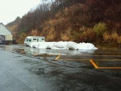 この日もピアでした。相変わらず人工雪でコース幅は5~10m。平日だったのでリフト待ちなしで快適に滑ることが出来ました。
