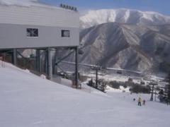 雪質良くてコースが豊富でリフト待ち殆どありません。 存分に楽しめます。