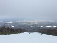 今シーズンはじめての北海道での滑走はルスツで!残念ながら大雪になる前だったので、滑れたのはイゾラの2コースのみでした。でも、十分な滑走距離でシーズンはじめにしてはよく滑れました。すぐ太ももがパンパンになってはしまいましたが・・・