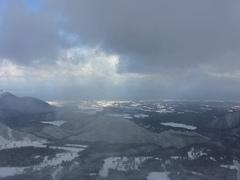 災害レベルの大雪と言われながら、予定してたので、決行。 たしかに道中、普段は考えられないところから、雪があり、 想定外な場所で除雪車がいた…  コンディションは、雪はかなり良かった。 だけど、スキー場の整備が追い付かず、全リフトが 稼働してないのが残念。  でも、メインのリフトは動いてたので、楽しく滑れました。