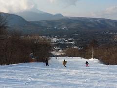 降雪後につき、軽井沢でも天然雪。娘とがっつり滑りました。