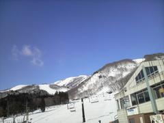 気温が上がり、ジャワ雪になるのは時間の問題。 まず名木山まで下って、リーゼン、山頂クワッドと上がって滑走。 午後は、黒菱を何度も滑走して終了。