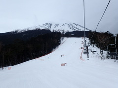 営業最終日、賑わっていた。雪もたっぷり、名残惜しい…。