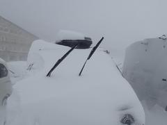 吹雪、スキーにならず撤収…。