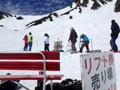 標高2612m、素晴らしいぃコンディションで、雪上滑り納め♪