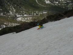 ハイクシーズンきました。といっても、シールもってないので、くくりつけて登ります。スキーブーツに、アイゼンつけて。  ハイク場所は、いつもながらのニセコに来ました。  ニセコ全体的に、雪が多い。特に、ゲレンデに雪多く、これ、滑れるじゃん。 だめなのかな・・・。ゴンドラ動いてるし。ハイクするから、滑らしてほしいわ。 毎年、チセ。チセを選ぶのは、パノラマラインから、すぐに登れ、雪が下までついている。今日は、駐車場少し手前から登り、途中からトップみて、右にうつり、大斜面を。そのまま降りると、下が切れてるので、途中から下をみて、左に戻ります。そうすると、道まで降りられます。 毎年、雪がどこに残っているのかが違います。なんでだろう。  相方が、仕事のため、2本のみ。でも大斜面できもちよーーーいいいいいい。 なまらいい。  下の方では、ポールはって子どもたちが滑ってます。Tさん親子にも会いましたw。  雪秩父温泉いこうと思ったけど、昼時期、老人会?お昼セットかなにかで、劇混みなんですよね。なので、五色温泉。独占、占有でした。女風呂ずっと1人。相方の男風呂も途中から1人だったと。お昼ご飯食べて、ゆっくり帰ってきました。ニセコ、さいこーですねぇ。 ハイク楽しい。