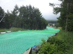 天気予報よりも1時間早く雨が降り出した。雷が鳴り始めた…。雨で滑走性は抜群でした。