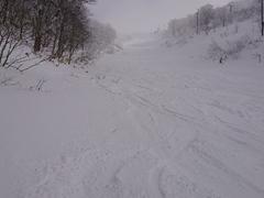 厳冬期の最上部は超寒(>.<)but雪質最高!!寒さに弱い方はフード付クワッドをご利用ください(^o^)
