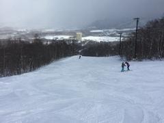 さすが安比、雪質最高。 ザイラー、セカンドは明日から。 山頂から西森にかけて  風が強い時があった。
