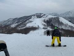 泊りの二日目。スノーボードをした。 朝の行列にうんざりした。 久々にビッグゲレンデに来た気がする。